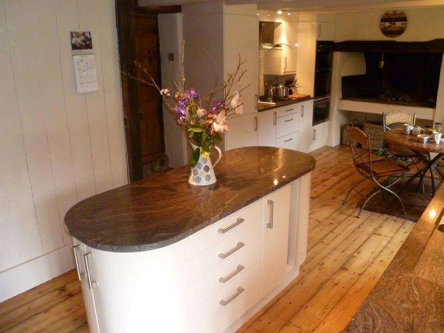Kitchen: Gloss Slab Alabaster