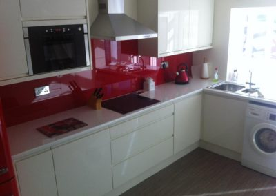 Kitchen: Lucente Cream Gloss with Glass Splashback